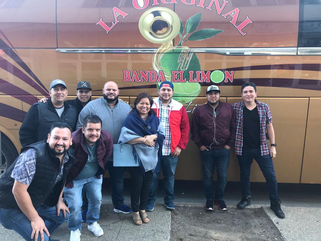 Foto con La Original Banda el Limón